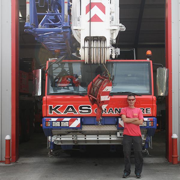 70 tonne crane driver leigh